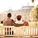 małżeństwo siedzące na ławce