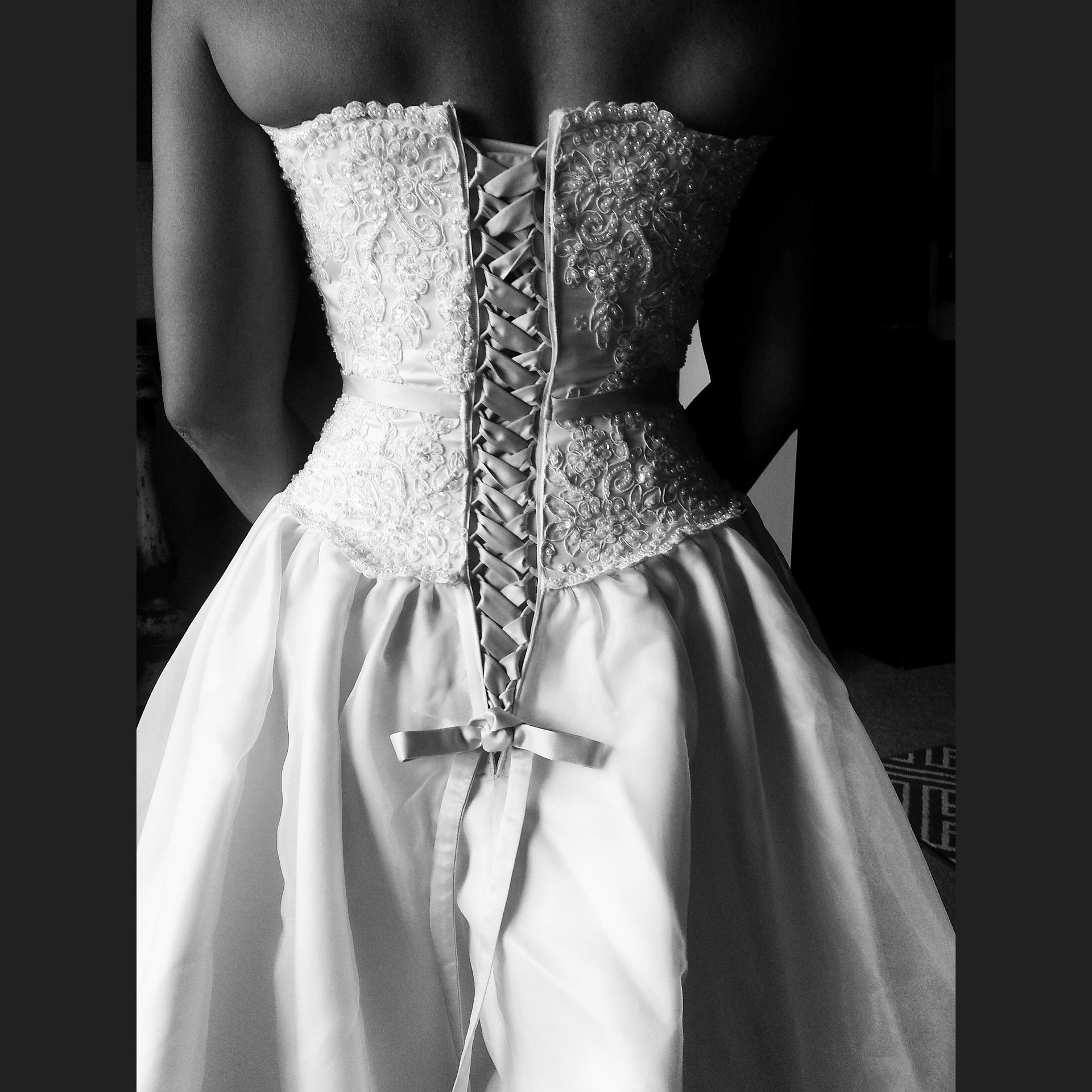 klasyczna suknia ślubna w kształcie litery A